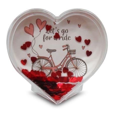 קריסטל לב עם קונפטי לבבות